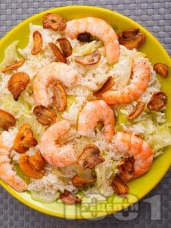Оризова салата с айсберг, скариди и гъби - снимка на рецептата